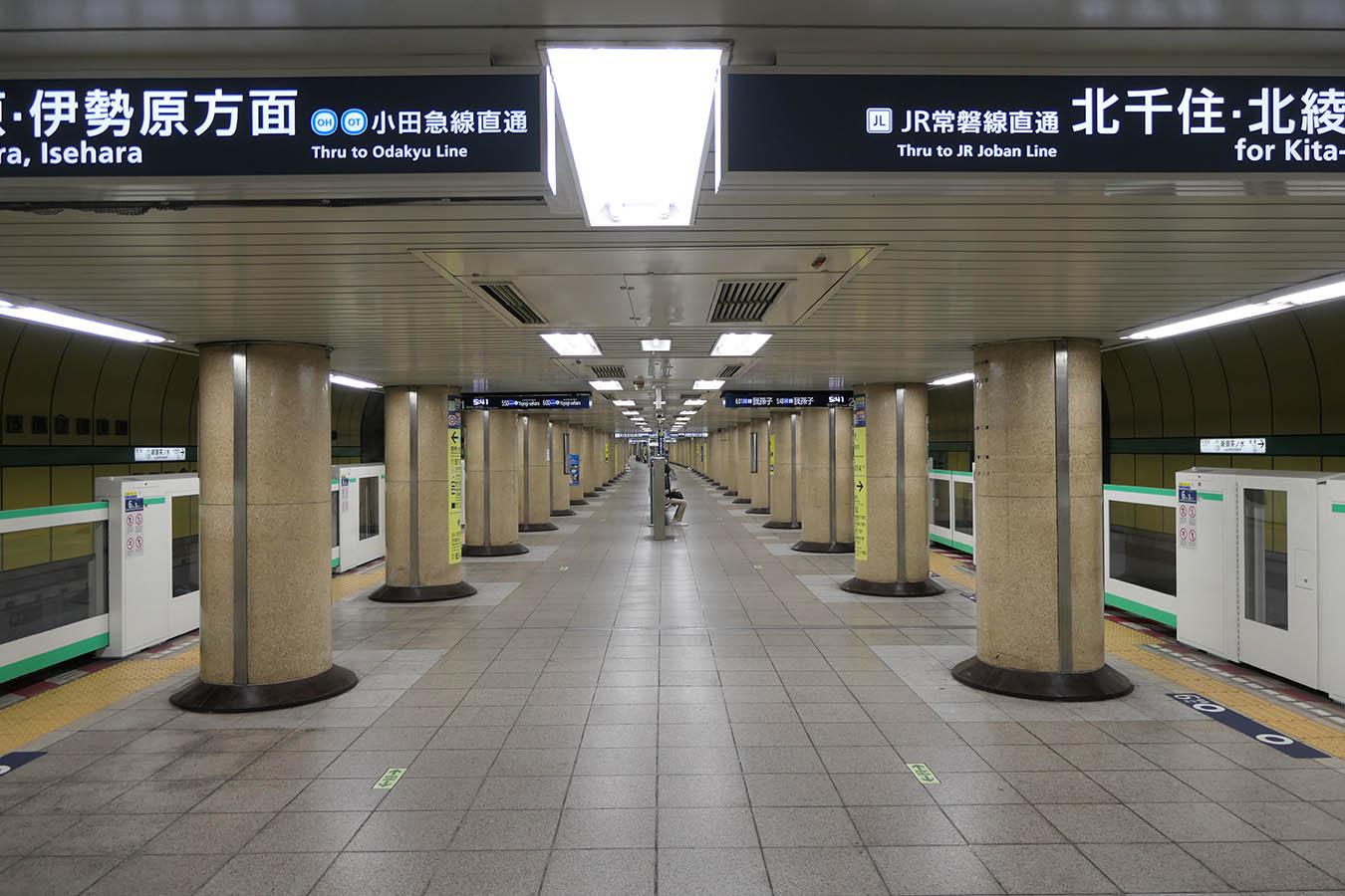 「千代田線ホーム エスカレーター」の画像検索結果
